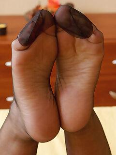 Feet Mature Pics